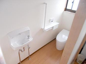 不便だったトイレが広々と便利なトイレになり満足しております。