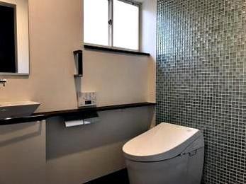 2部屋だったトイレが1部屋になりすっきりし、洋式となり使い勝手もよくなりました。
