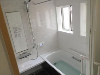 とにかく明るく綺麗になってうれしいです。脱衣場と浴室が増築して広くなったのでとても使いやすいです。